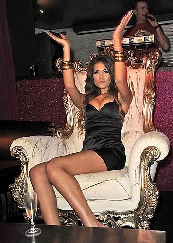 Марокканская исполнительница танцев живота Карима эль-Маруг, также известная как Руби, участница небезызвестных вечеринок на вилле Берлускони. Экс премьер-министра признали виновным в сексуальной связи с несовершеннолетней Руби и превышении служебных полномочий. По материалам : bigpicture.ru/?p=407465#more-407465